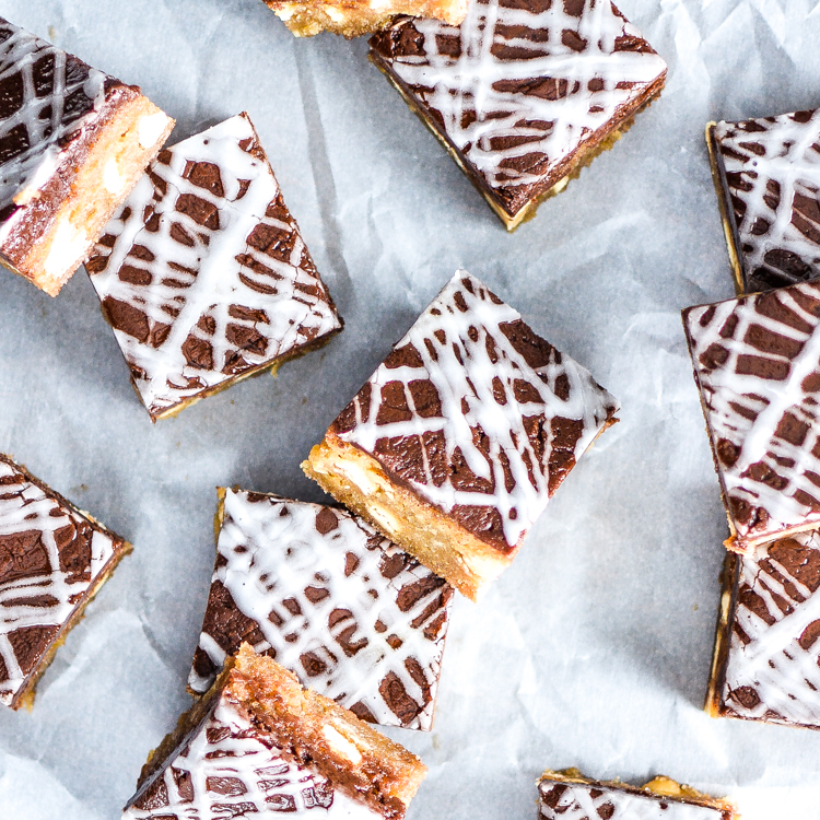 Brown Butter Snickerdoodle Blondies with Nutella Caramel + a Giveaway at Minted.com ($250 value)!